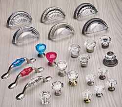Richelieu Hardware – decorative glass knobs